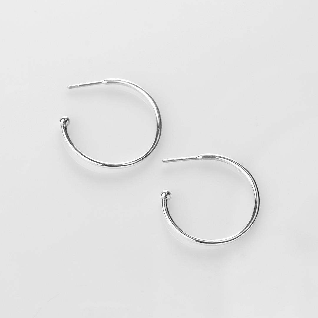 E20011 Charming Hoops L σκουλαρίκια γυαλιστερά ασημί