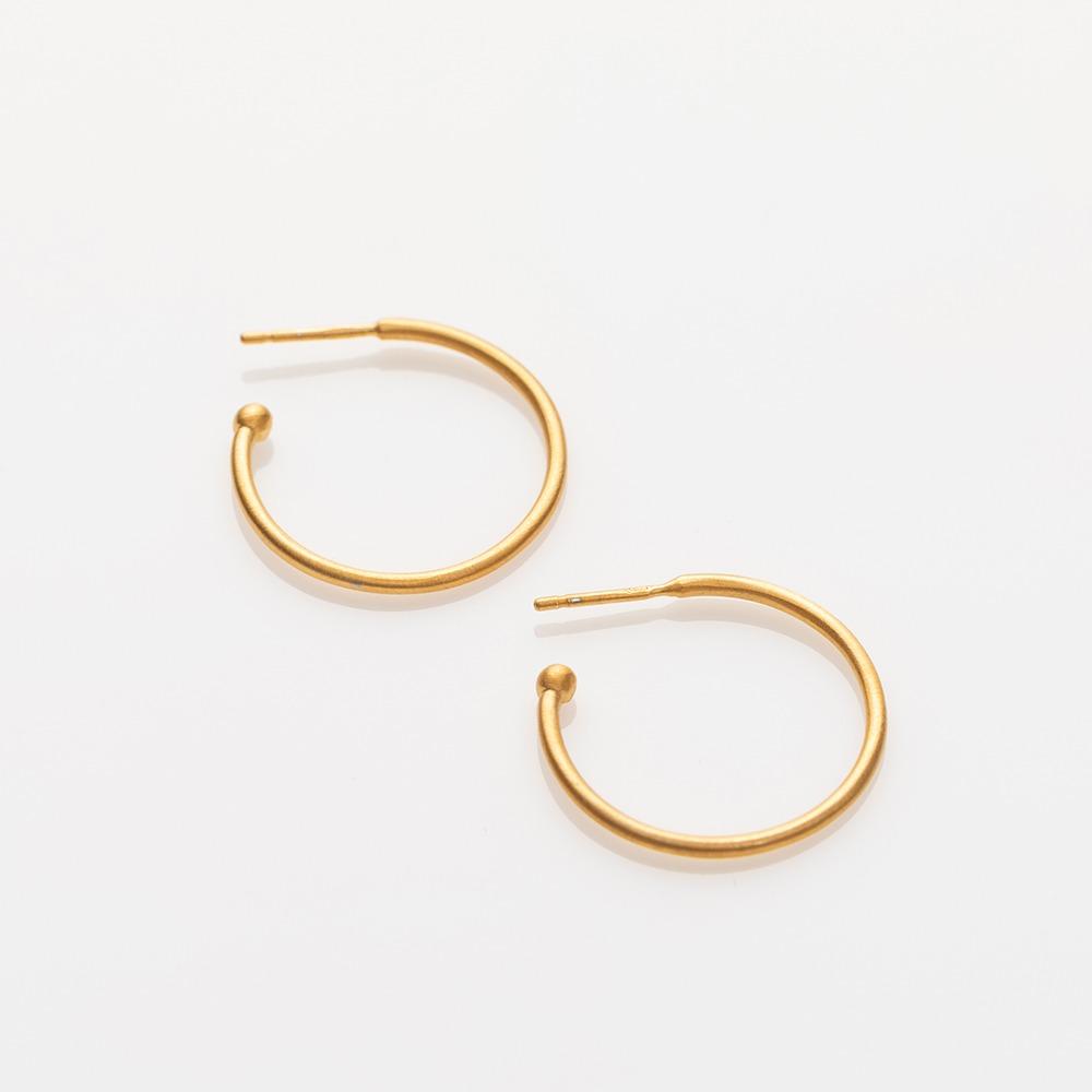 E19015 Charming Hoops L σκουλαρίκια χρυσό